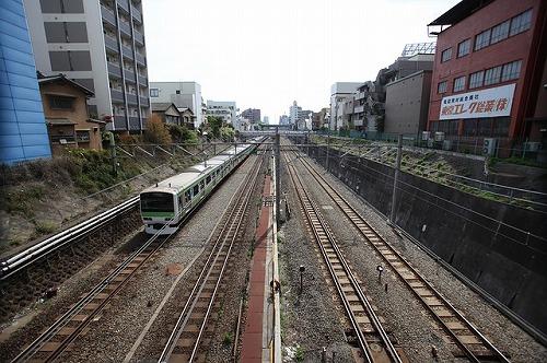 train-1718402_640