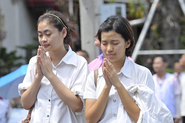 praying-463441_640