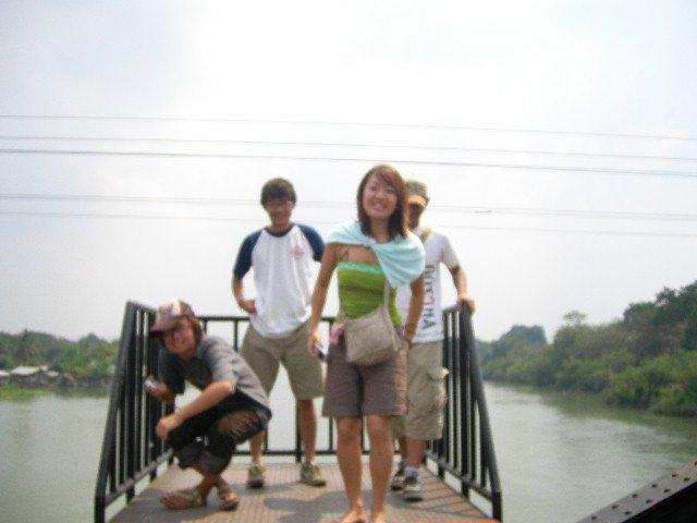 クウェー川鉄橋の電車よけスポット画像