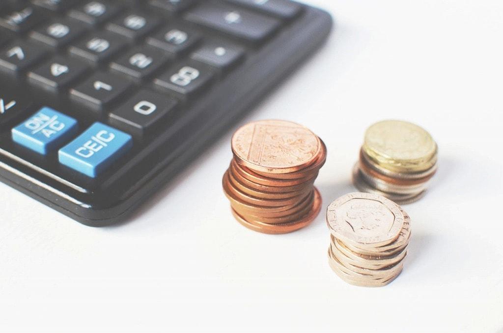 計算機とコインの画像