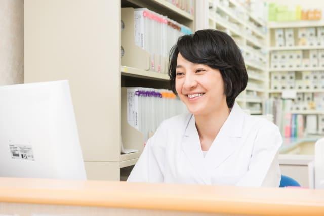 薬剤師の女性の画像