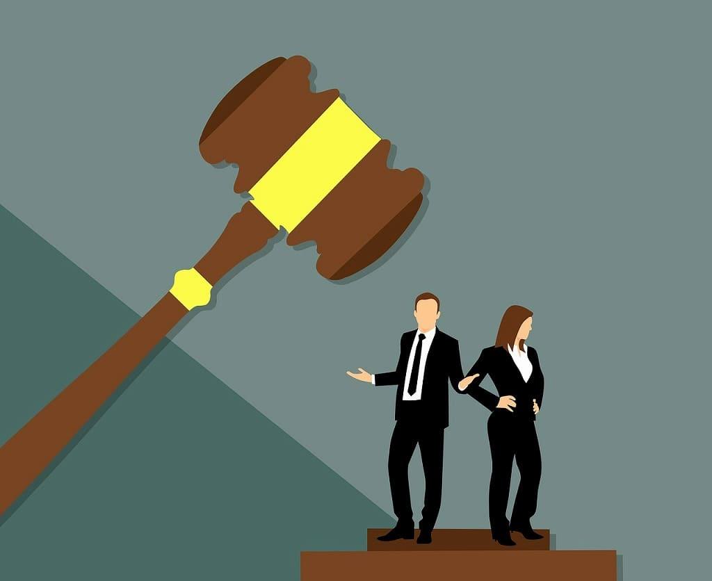 裁判官にジャッジされるイメージ