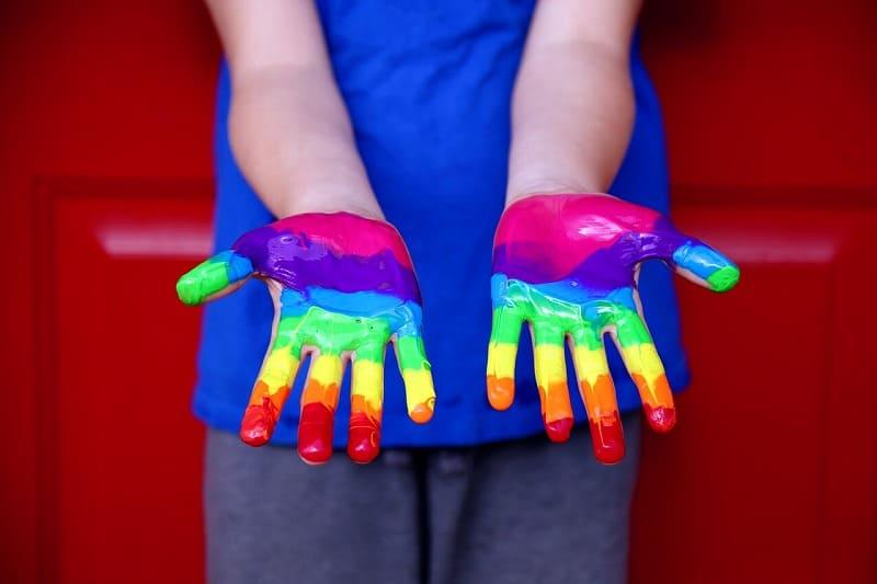 ゲイの人の手。LGBTイメージ