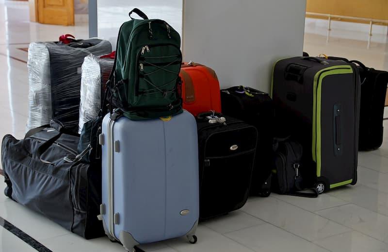 たくさんのスーツケース