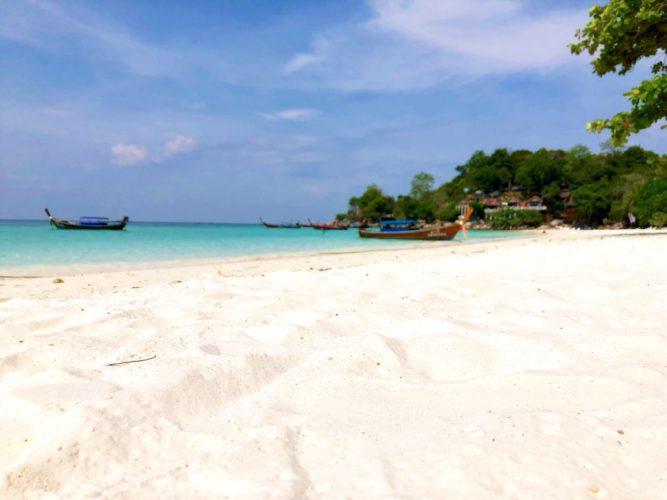 リペ島の白い砂浜