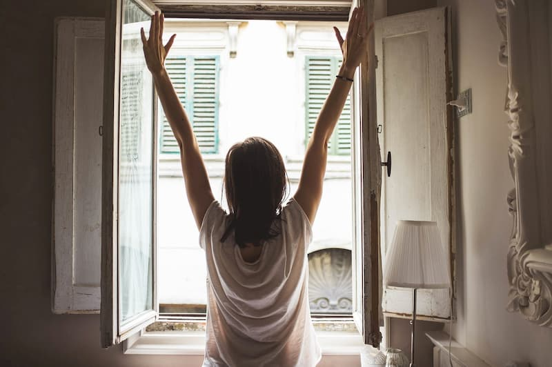 眠くて寝不足の朝を解消する方法