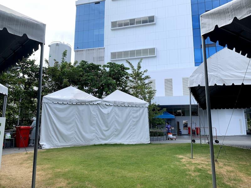 Med Park Hospitalの外でPCR検査の画像